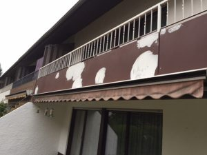 Sanierungsarbeiten Balkon - Wände streichen, Spachtelarbeiten, Wandfläche streichen durch professionelle Maler.